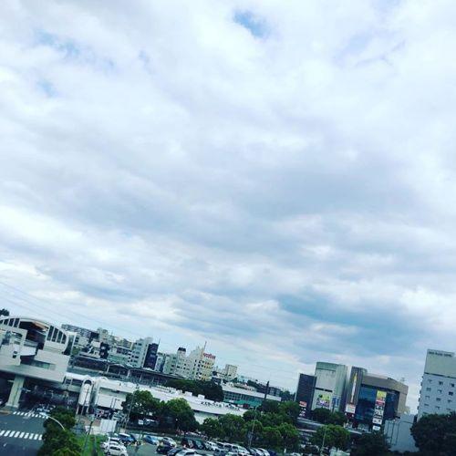 今日は雲が多いね!ちょっと暑めだけど、過ごしやすいかな笑