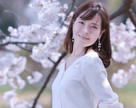 a Japanese woman near Sakura tree