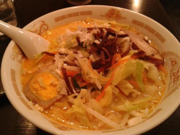 夕食は上野駅浅草口出てすぐにある中華料理屋「龍門」でラーメンと餃子。いわゆるやすーい、大衆中華料理屋ですが、味は結構イケます。(C) Blue Works