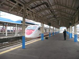 在来線最速の時速160kmで走る特急はくたか (C) JP Rail