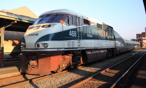 緑を城を基調にしたカスケード号 (C) Amtrak 468 / dmytrok