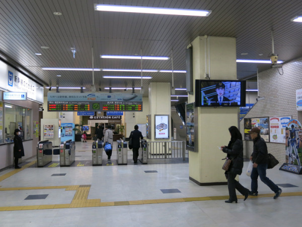 This photo of Shinkansen transfer gate was taken from conventional train side.