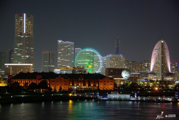 This view is the reason why I recommend you to visit Yokohama in the evening. (C) Yasufumi Nishi / JNTO