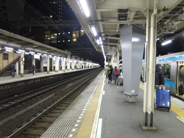 JR Hamamatsucho stations platforms