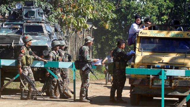 Tentara bagikan foto buronan anggota Abu Sayyaf