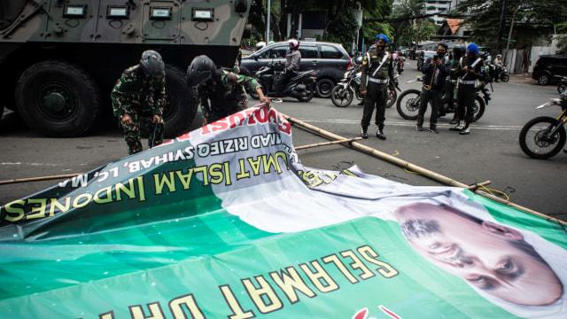 Kapolda Metro Dukung Pangdam Jaya Copot Baliho Rizieq: Tujuannya untuk Negara (2)