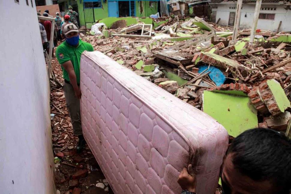 5-Evakuasi Barang.jpg