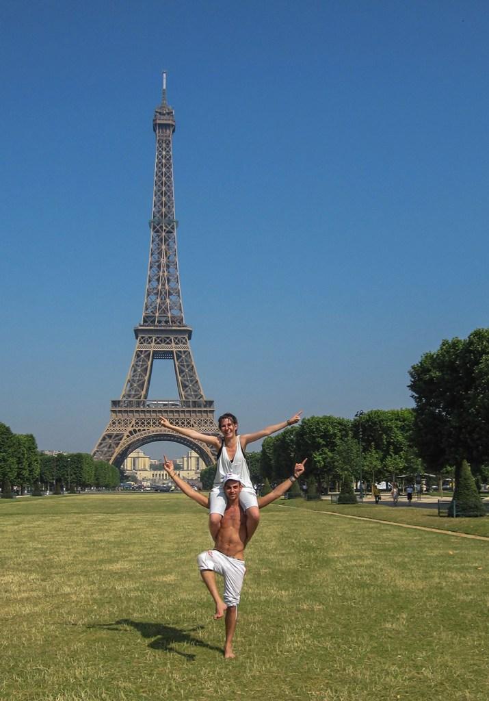 Happy couple Eiffel Tower