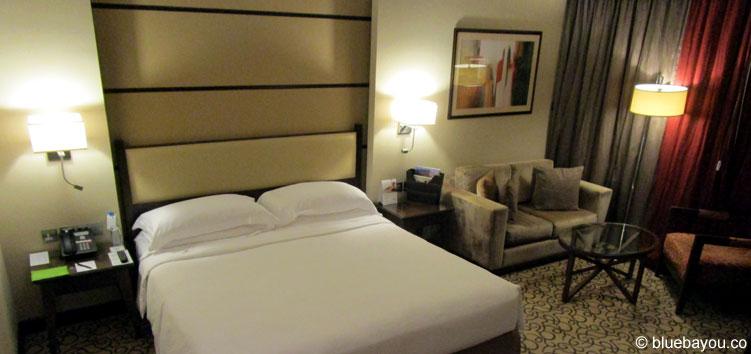 Mein riesiges Doppelzimmer in Abu Dhabi - ganz für mich allein.