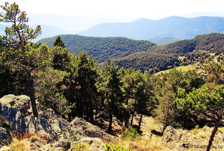 Den Zwergstaat Andorra kann man vom höchsten Punkt des Collada de la Gallina perfekt genießen.Den Zwergstaat Andorra kann man vom höchsten Punkt des Collada de la Gallina perfekt genießen.