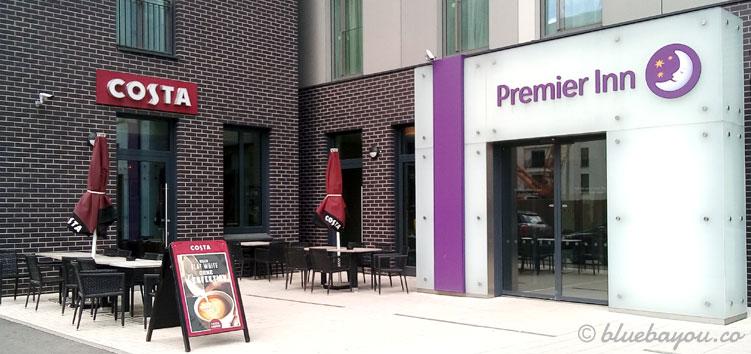 Costa Coffee in Frankfurt am Main: im Gebäude des Premier Inn befindet sich der erste Store Deutschlands.