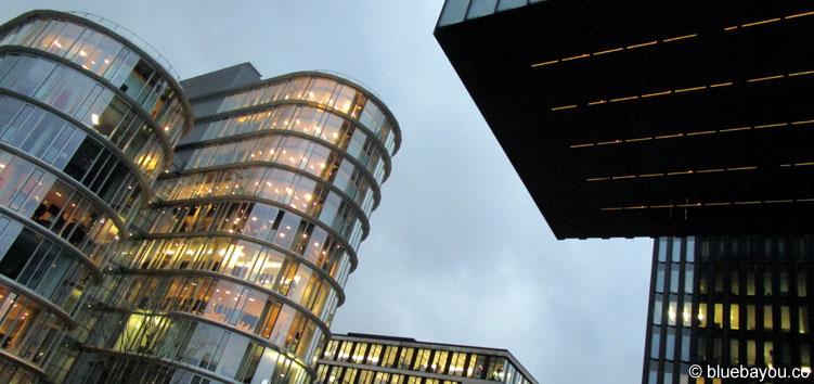 Der Düsseldorfer Medienhafen mit dem Hyatt Hotel rechts im Bild.