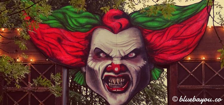 """Eingang zur Scare Zone """"Eddie's Area"""" - Clown Eddie ist das Markenzeichen der Fright Nights in Walibi."""