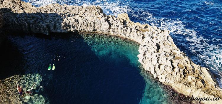 Fotoparade Meer: Das Blue Hole auf Maltas Insel Gozo ist ab sieben Meter mit dem Meer verbunden.