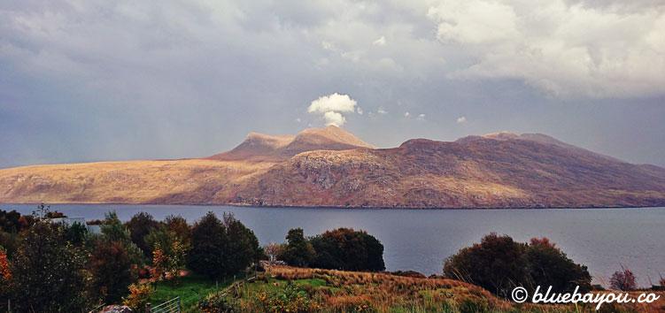 Fotoparade Wolke: Fast wie ein Vulkan sieht dieser schottische Berg dank der Wolke aus.