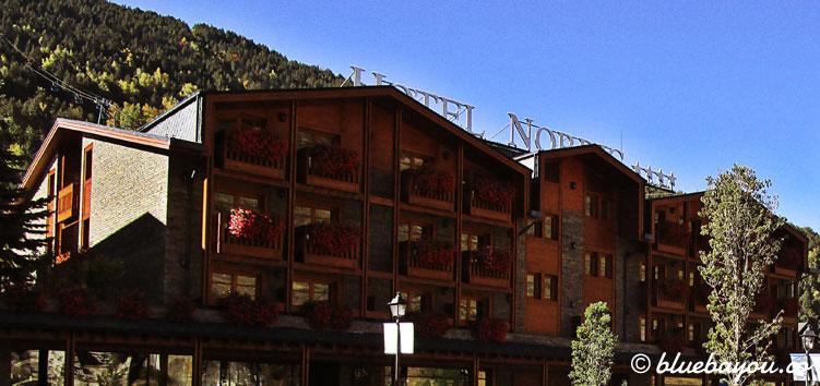 Das 4-Sterne-Hotel Nordic in El Tarter, Andorra von außen.