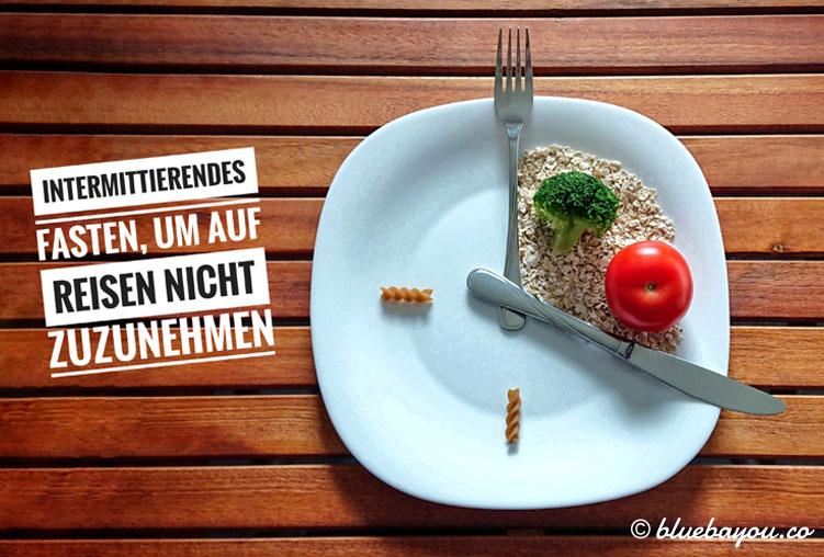 Intermittierendes Fasten bzw. Intervallfasten, um im Urlaub und auf Reisen nicht zuzunehmen: die 16:8-Methode erlaubt Essen an einem Drittel des Tages..