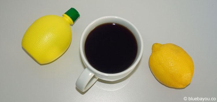 Nicht nur im Urlaub und auf Reisen hilft Kaffee mit Zitrone gegen Kopfschmerzen.