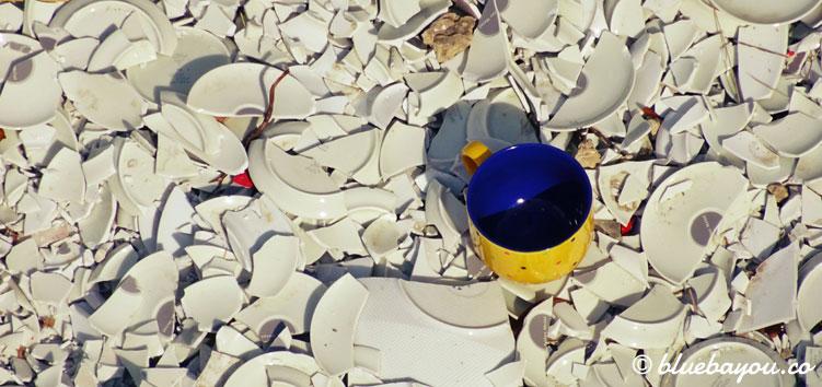 Meine bunte Tasse überlebte den Sturz vom Steg der Wünsche auf der Leuchtenburg.