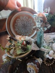 Little cherubs were popular in Victorian times, for not only were they angels, but playful children, and added to the happiness of the holidays...The Fransican plate in background - the entire centrepiece was put together for under 20.00 (Not counting Grandma J.'s Noel set.)