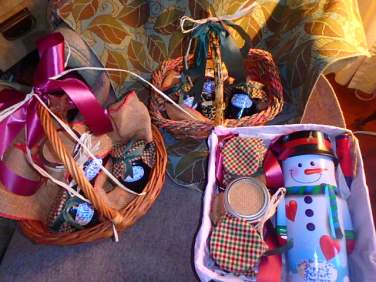 I have also kept busy preparing the baskets of homemade goodies that I preserved this August and September, all done up Christmas colours, and old-fashioned jars and fabric and ribbon, everything recycled from other holidays or bought second-hand, of course.