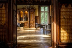 Move antique furniture like chairs and closets easy, with professional movers by your side