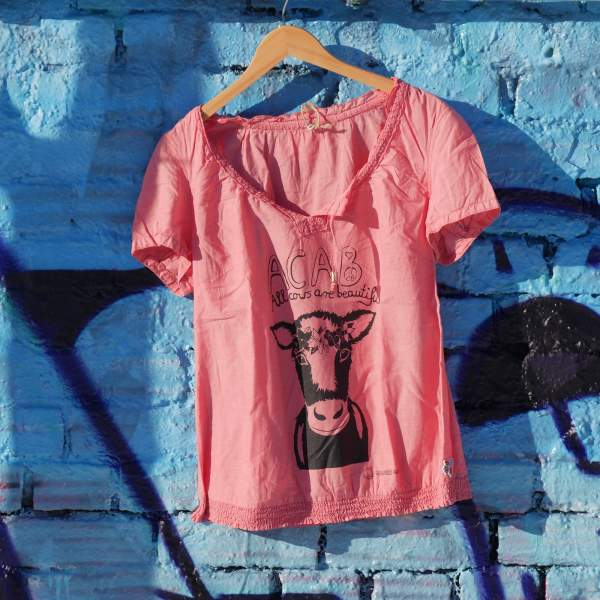 acab- all cows are beautiful rosa t-shirt