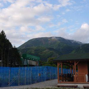 新緑の伊吹山
