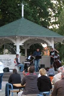 """Die Band """"Keep Trying"""" bei einem Blueboat Festivalkonzert in Lauterbach, 2006"""
