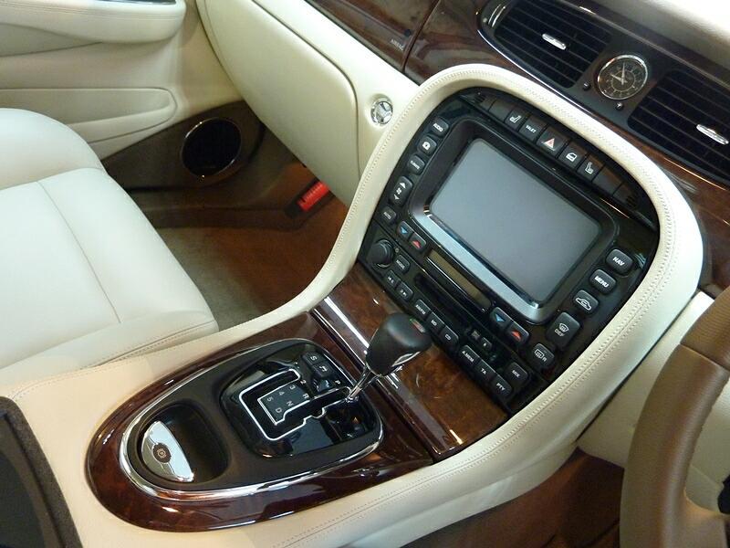 20121103-jaguar-xjr-03