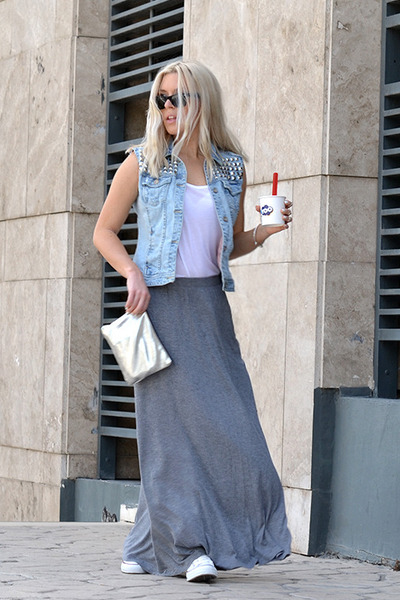 Effortless Relaxed Style Converse And A Maxi Skirt