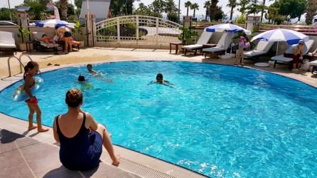 antalya yüzme havuzu konyaaltı sahilde oteller blue garden hotel (37)