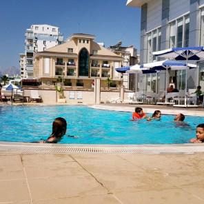 antalya yüzme havuzu konyaaltı sahilde oteller blue garden hotel (38)