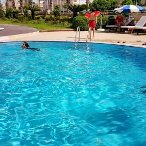 antalya yüzme havuzu konyaaltı sahilde oteller blue garden hotel (44)