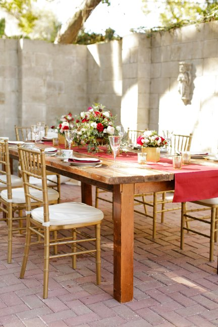 Dress the entire table with a larger centerpiece, and 2 smaller accent pieces when using a long table.