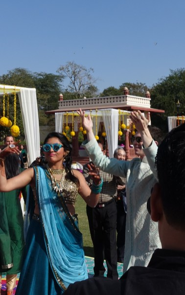 Bride dances at Mehendi