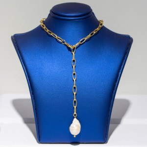 Paper Clip Link Necklace w/ Pearl Dangle on a blue display element.