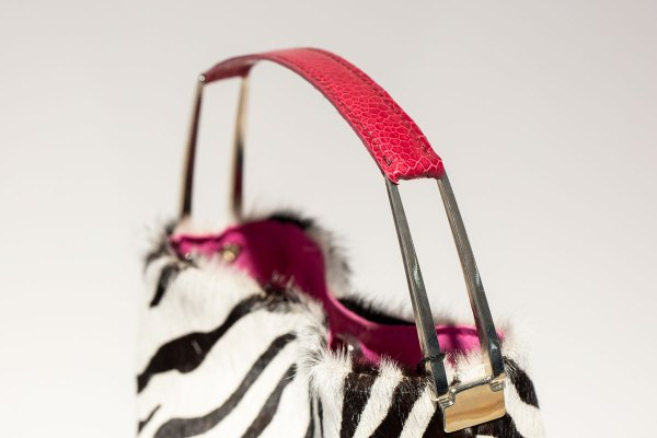 The Yumi in Pink bag angle view close up on pink handle.