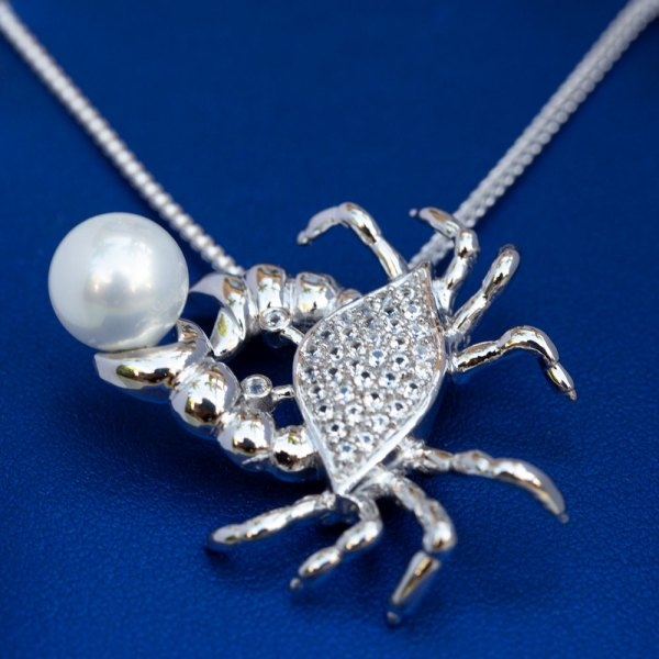 Crab Pendant with Pearl bottom view.