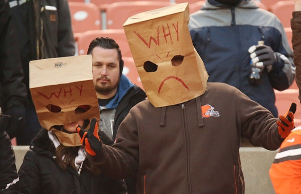 Browns Fans Mark Worst Season Ever With Stadium Parade