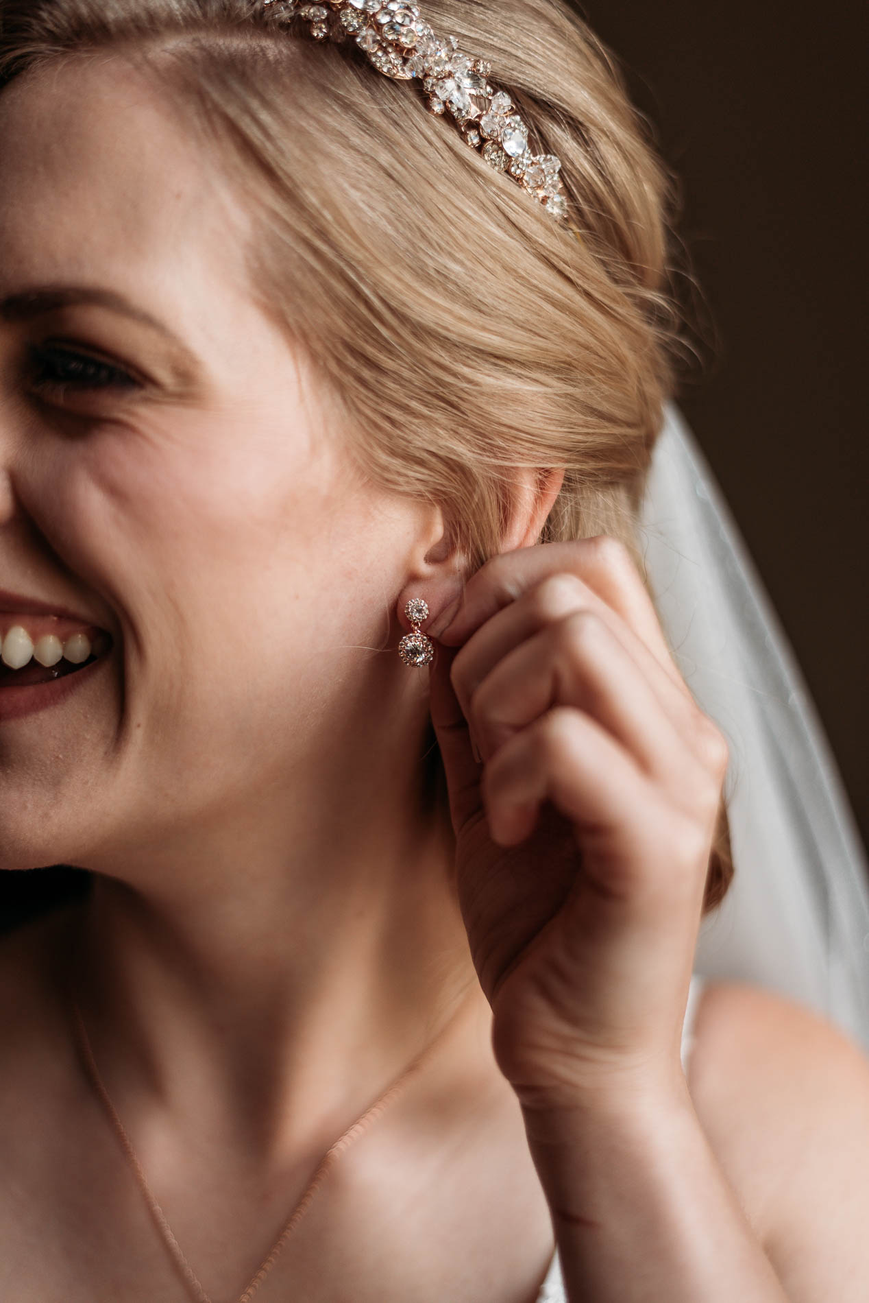 Quick and Easy Guide to How Many Hours to Book Your Wedding Photographer