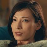 トヨタルーミーCMの女優は誰?ソファーでくつろぐ女性が気になる!