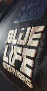 detalle de letras blue life brothers
