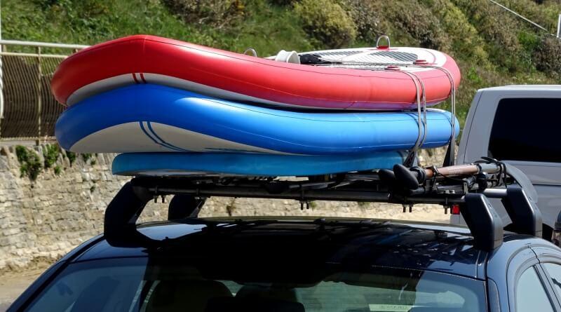 paddle boardy na autě