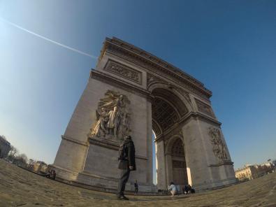 Pred Arc de Triomphe