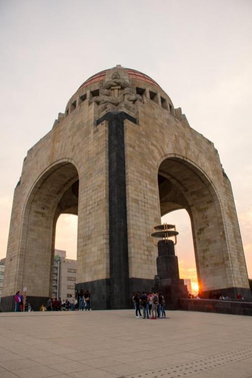 Plaza de la Republica ob sončnem zahodu