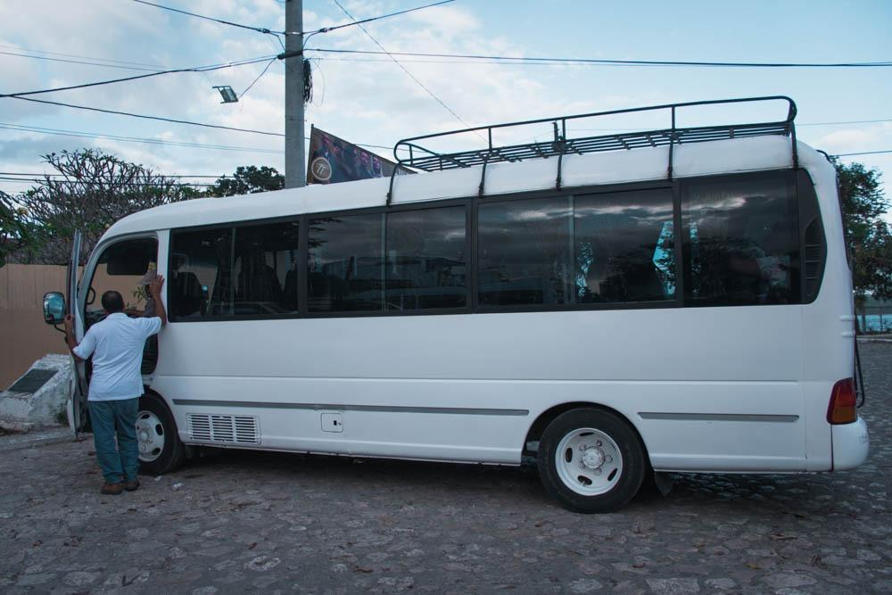 Velik nahrbtnik lahko gre na streho, pomembne stvari pa imej vedno s seboj na avtobusu