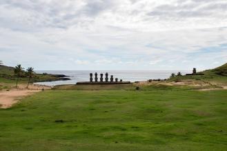 Plan potovanja za velikonočni otok- moai na plaži Anakena