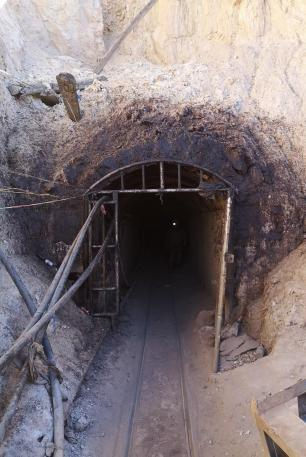 Rudnik srebra v Potosi - vhod v rudnik