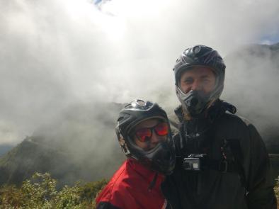s kolesom po cesti smrti - midva s full face čeladami